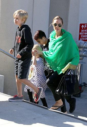 Shiloh, Vivienne et Angelina Jolie à Los Angeles le 5 février 2014