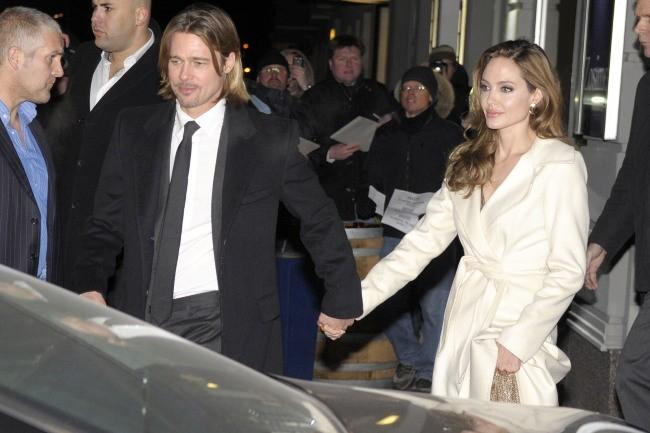 Angelina Jolie et Brad Pitt sortant d'un restaurant à Berlin, le 11 février 2012.