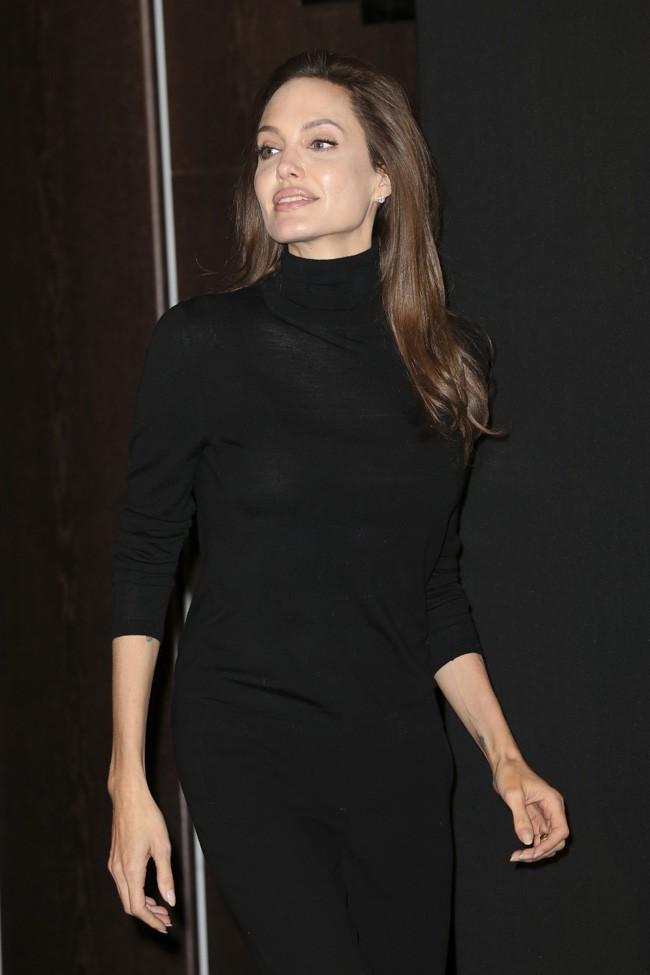 Angelina Jolie pour le photocall d'Invincible à Berlin le 27 novembre 2014