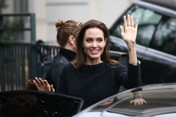 Angelina Jolie à la sortie de l'enregistrement de Vivement Dimanche le 26 novembre 2014