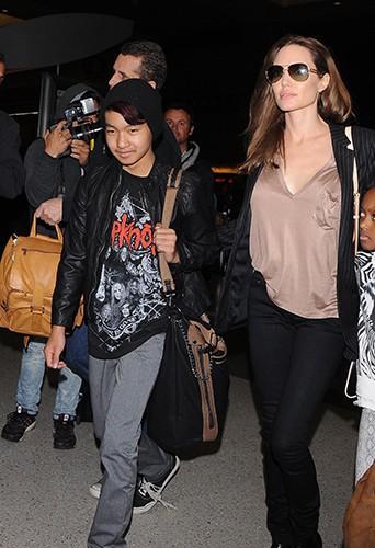 Angelina Jolie, Maddox et Zahara à Los Angeles le 25 mars 2014