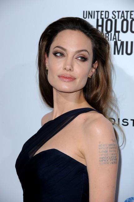 """Angelina Jolie lors de la première du film """"In The Land Of Blood And Honey"""" à Hollywood, le 8 décembre 2011."""