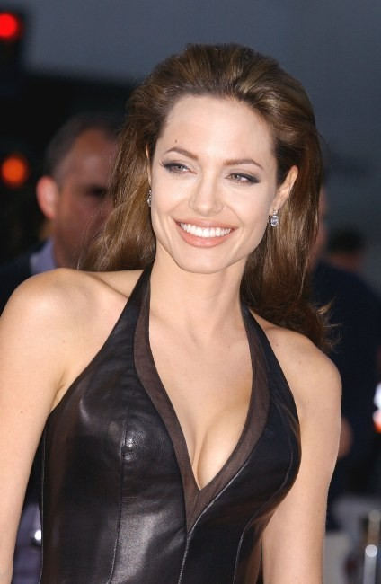 """Angelina Jolie lors de la première mondiale du film """"Mr. & Mrs. Smith"""" à Westwood en Californie, le 7 juin 2005."""