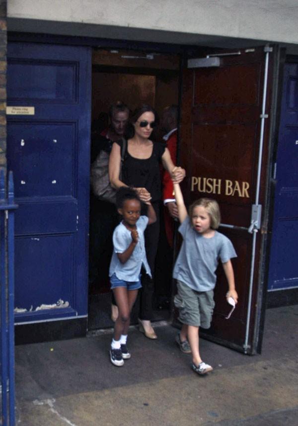 Angelina ferme la marche !