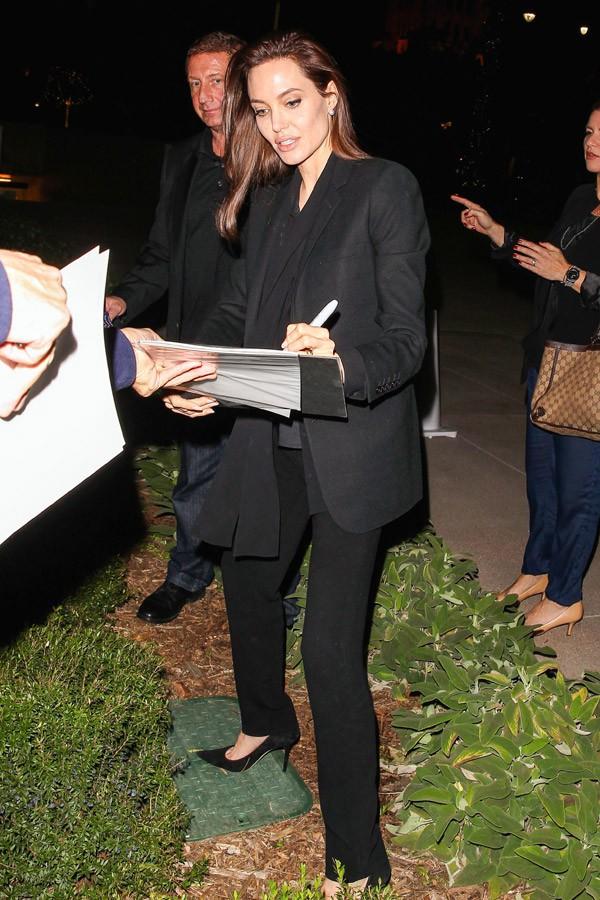 Le soir, Angelina Jolie est en mode star de cinéma