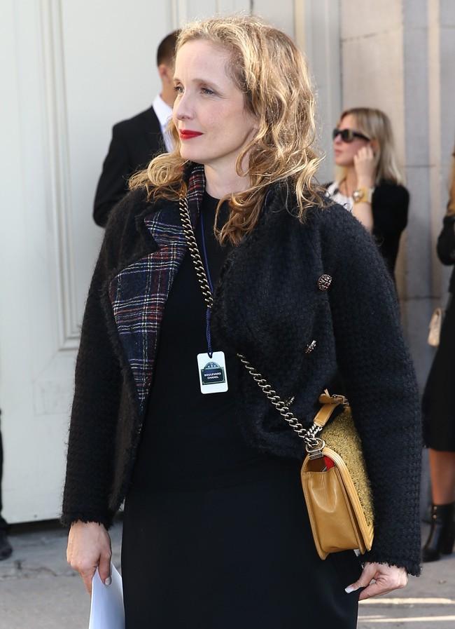 Julie Deply au défilé Chanel organisé au Grand Palais le 30 septembre 2014