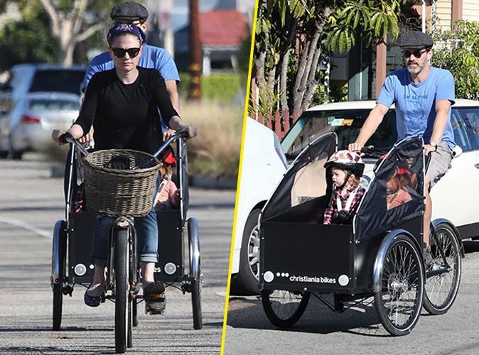Anna Paquin et Stephen Moyer : à bicyclette et en poussette pour des vacances en famille !