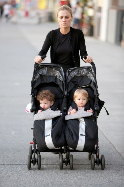 Anna Paquin et ses enfants, le 12 décembre 2013 à Los Angeles