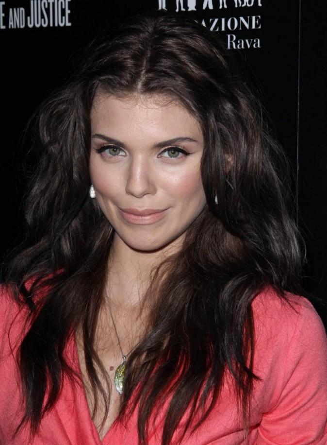 AnnaLynne McCord en mode brunette, vous aimez ?