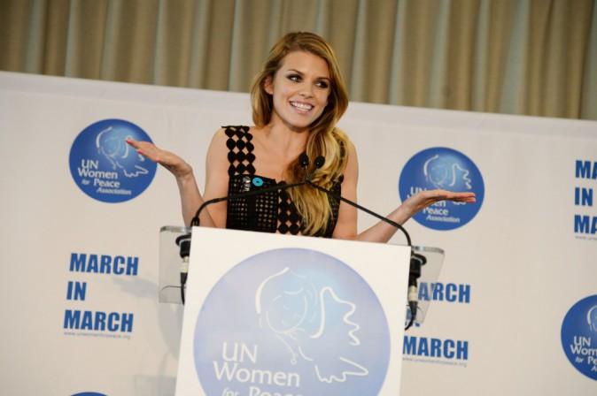 Photos : AnnaLynne McCord : émouvante, engagée et toujours aussi sexy pour défendre les droits des femmes !