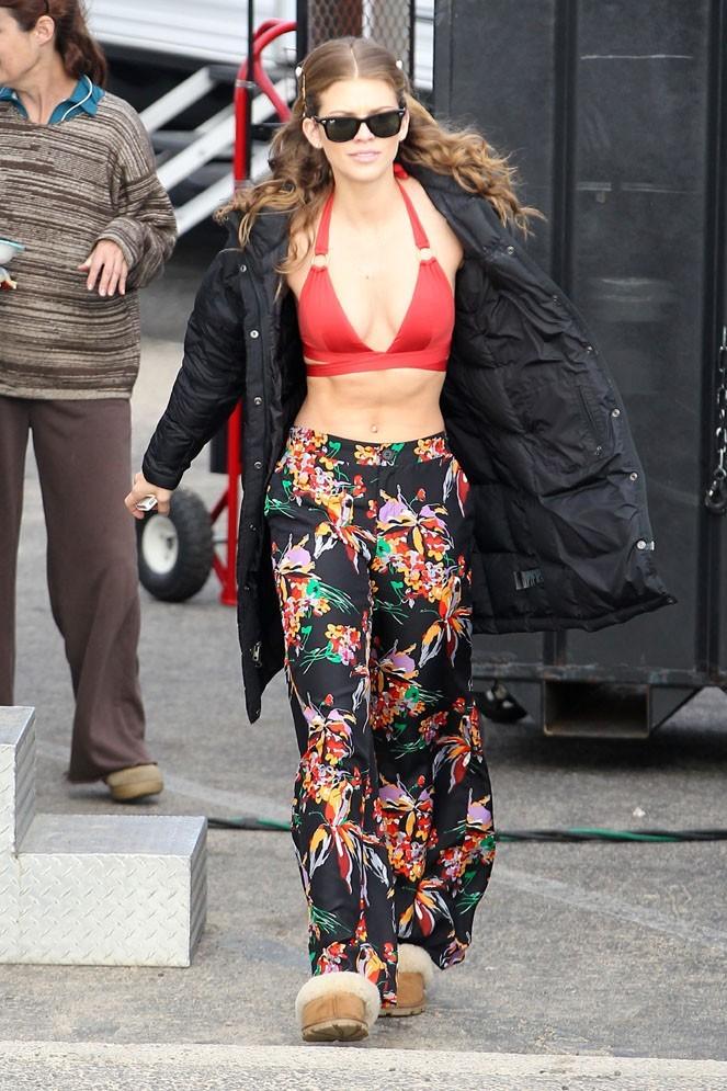 AnnaLynne McCord sur le tournage de 90210 à Huntington Beach le 17 décembre 2012