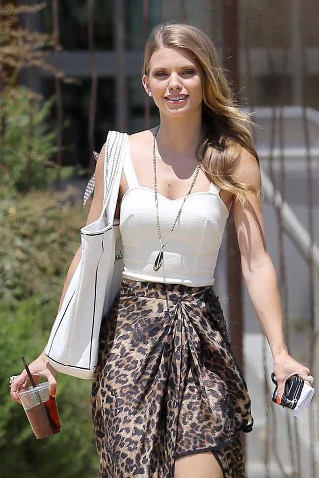 AnnaLynne McCord sur le tournage de 90210 le 7 août 2012 à Los Angeles