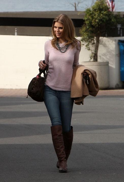 Annalynne débarque avec sa bonne humeur sur le tournage de 90210