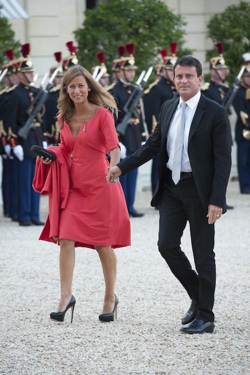 Anne Gravoin ose la couleur sur tapis rouge à l'Elysée pour un dîner officiel
