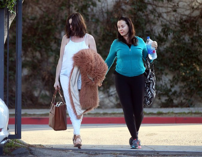 Photos : Anne Hathaway : Enceinte, elle sort en mode incognito !