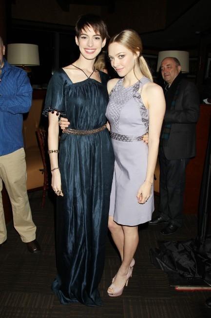 Anne Hathaway et Amanda Seyfried à New York, le 2 décembre 2012.