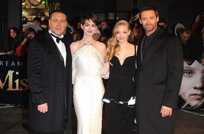 """Russell Crowe, Anne Hathaway, Amanda Seyfried et Hugh Jackman lors de la première du film """" Les Misérables"""" à Londres, le 5 décembre 2012."""