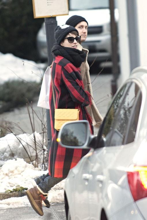 Anne Hathaway à Gstaad avec Adam Shulman le 2 janvier 2013