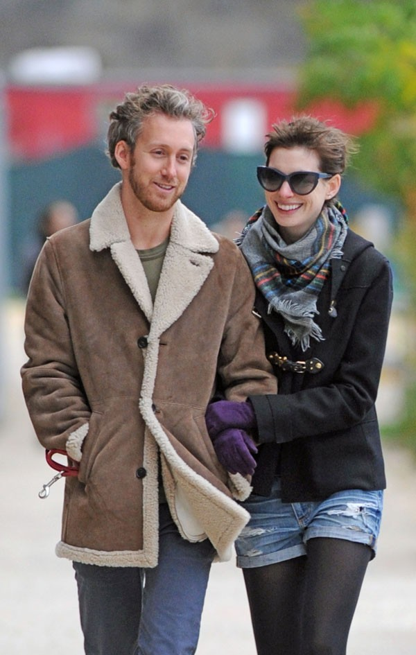 Adam Shulman et Anne Hathaway à New-York le 28 octobre 2012