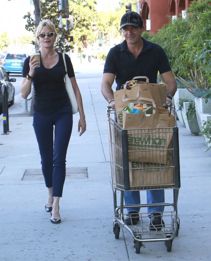 Melanie Griffith et Antonio Banderas faisant leurs courses à Hollywood, le 18 octobre 2012.