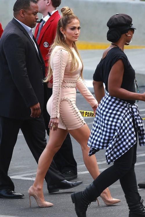 Photos : Après le Met, Jennifer Lopez se rhabille pour American Idol… Ou pas !