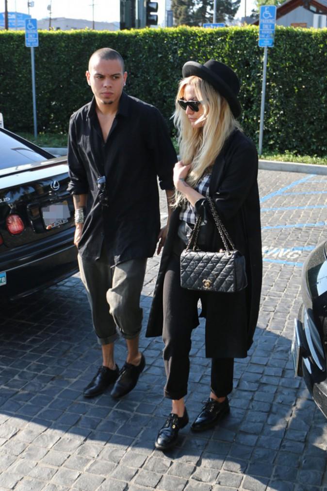 Ashlee Simpson et son fiancé Evan Ross affichaient une petite mine avant d'aller dîner au restaurant Cecconi's, le 6 août à Los Angeles