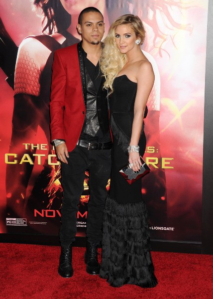 "Ashlee Simpson et Evan Ross lors de la première de ""Hunger Games : L'Embrasement"" à Hollywood, le 18 novembre 2013."
