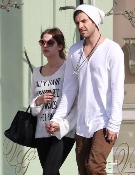 Photos : Ashley Benson : alors que -A- perd du terrain, la starlette prend du bon temps avec son boyfriend !