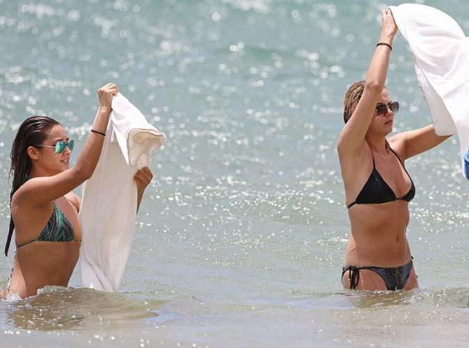 Ashley Benson et Shay Mitchell à Hawaï le 30 juin 2014