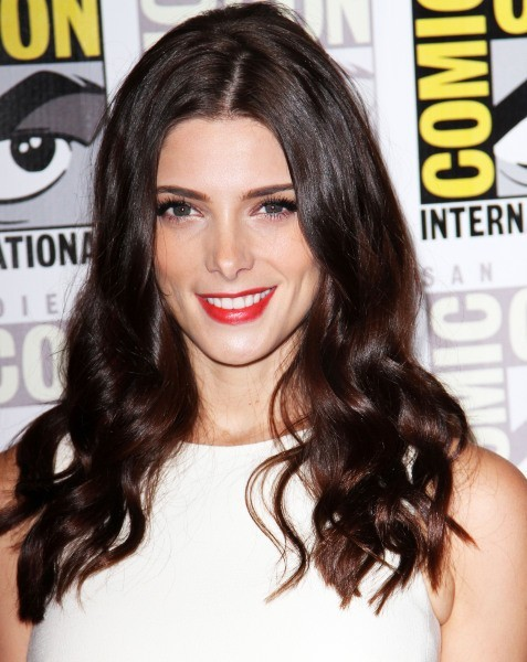 Ashley Greene avec les cheveux bruns.