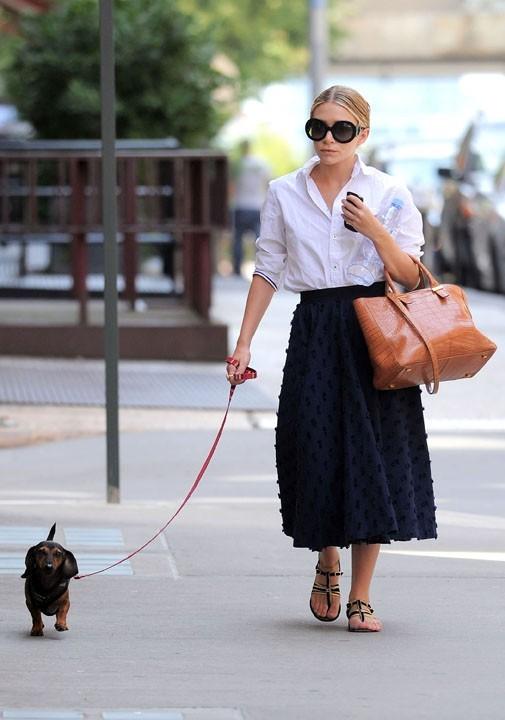 La papesse de la mode a choisi une drôle de longueur de jupe ...