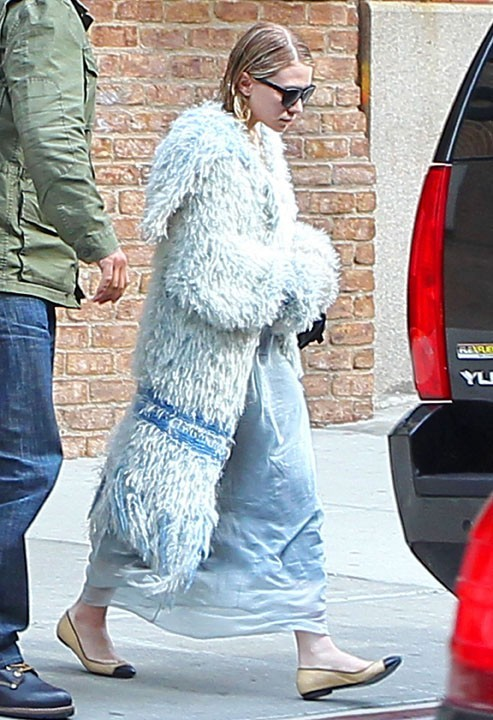Ashley Olsen et son manteau d'abominable homme des neiges !