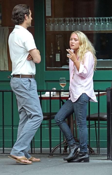 Ashley Olsen et un ami à New York, le 13 juillet 2011.