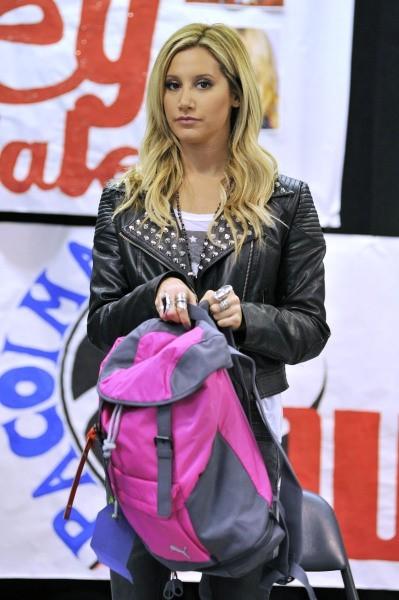 Ashley Tisdale, Los Angeles, 6 décembre 2012.