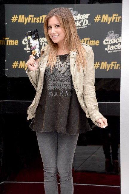 Ashley Tisdale en promo pour la marque Cracker Jack'd à New York, le 15 mai 2013.