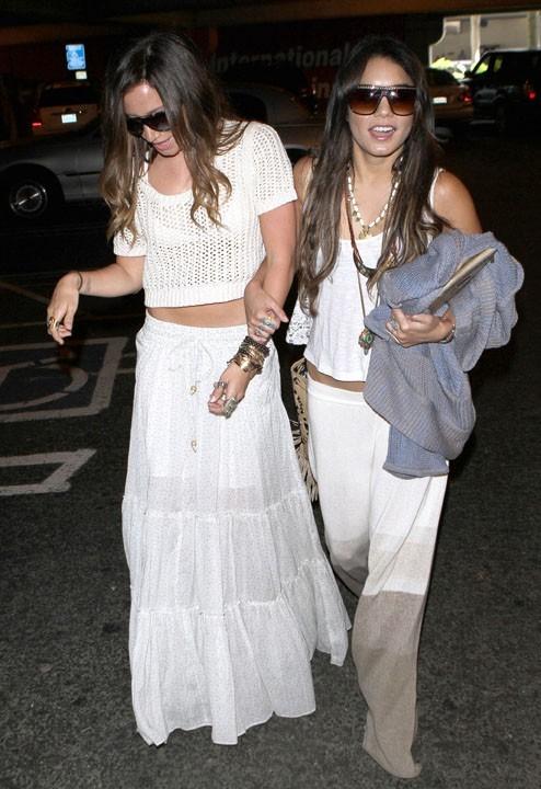 Ashley Tisdale a -t-elle bu trop de champagne sur la plage ?