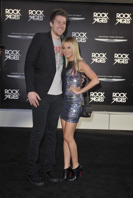 Scott Speer et Ashley Tisdale lors de la première du film Rock of Ages à Los Angeles, le 8 juin 2012.