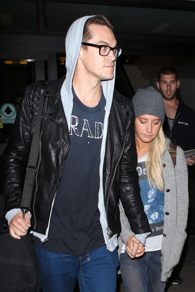 Photos : Ashley Tisdale : fraîchement fiancée, elle brandit sa bague de fiançailles à qui veut bien l'apercevoir !