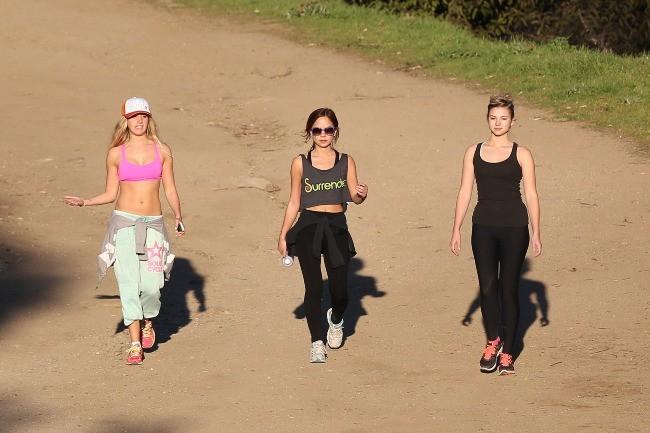 Ashley Tisdale, Stella Hudgens et une amie à Los Angeles, le 16 janvier 2013.