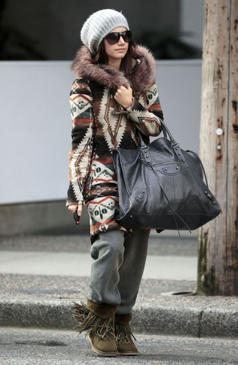 Ashley Tisdale a quand même sorti son it-bag ...