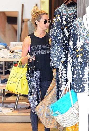 Ashley Tisdale à Beverly Hills le 22 juillet 2013