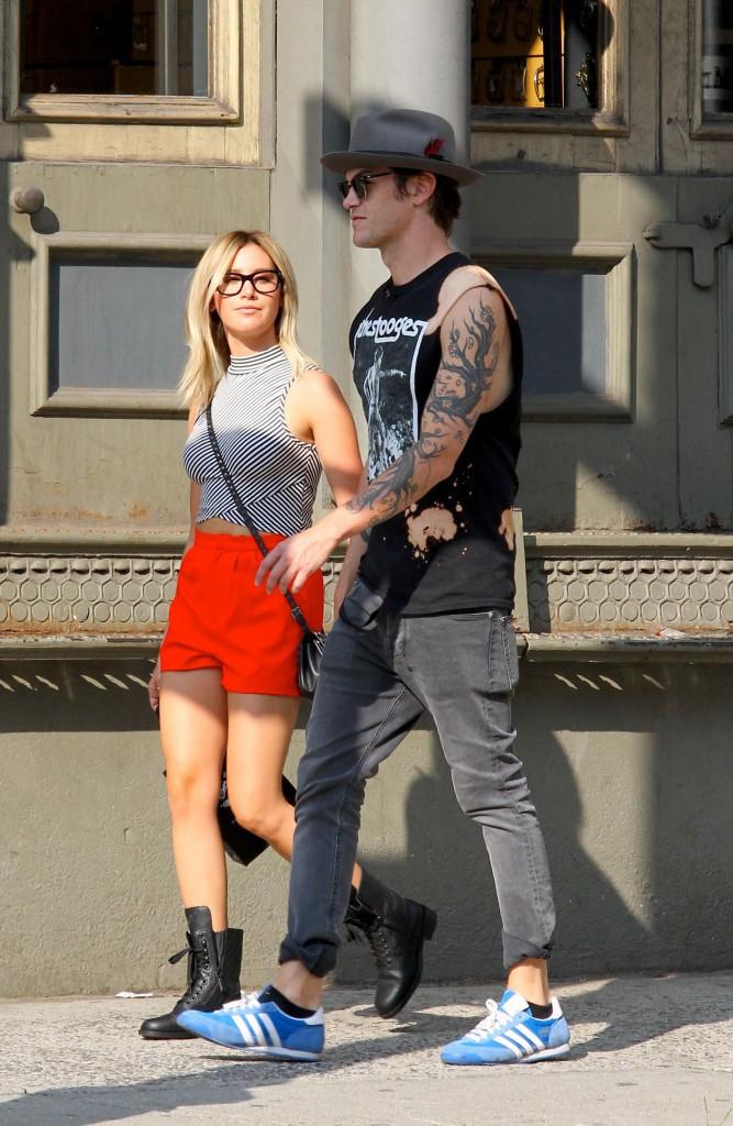 Tout allait bien pour Ashley Tisdale qui passait un bon moment avec son chéri Christopher French, le 30 juillet à New York...