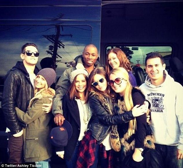 Ashley Tisdale en vacances avec ses amis et son chéri à Mammoth Mountain...