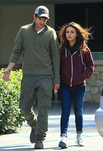 Ashton Kutcher et Mila Kunis à Los Angeles le 13 octobre 2013