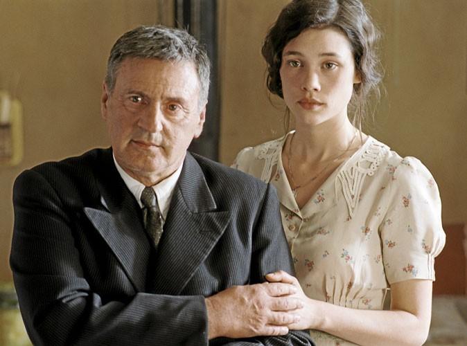 Astrid Bergès-Frisbey dans La fille du puisatier, aux côtés de Daniel Auteuil