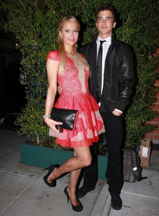 On ne veut pas mourir avant de voir le futur mec de Paris Hilton !
