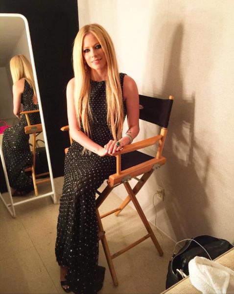 Avril Lavigne : Elle a retrouvé le sourire !
