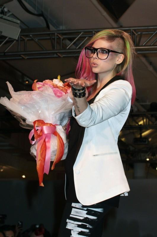 Avril Lavigne lors du défilé Abbey Dawn lors de la Fashion Week de New York, le 10 septembre 2012.