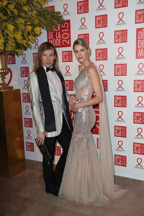 Christophe Guillarmé et Sofie Valkiers dans une robe à paillettes argentées du créateur