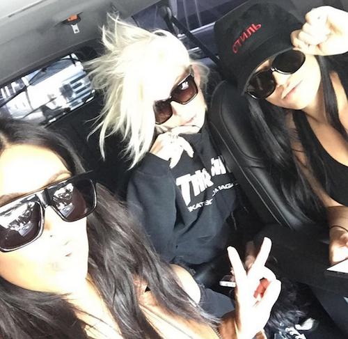 Photos : baby bump moulé, Kim Kardashian s'éclate loin des siens !
